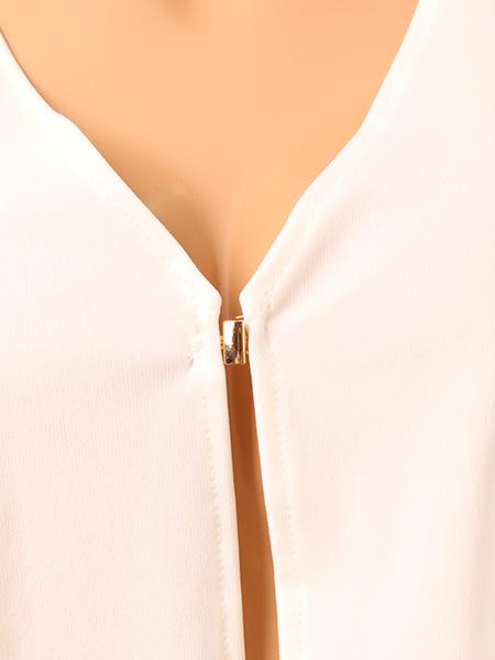胸元のホック