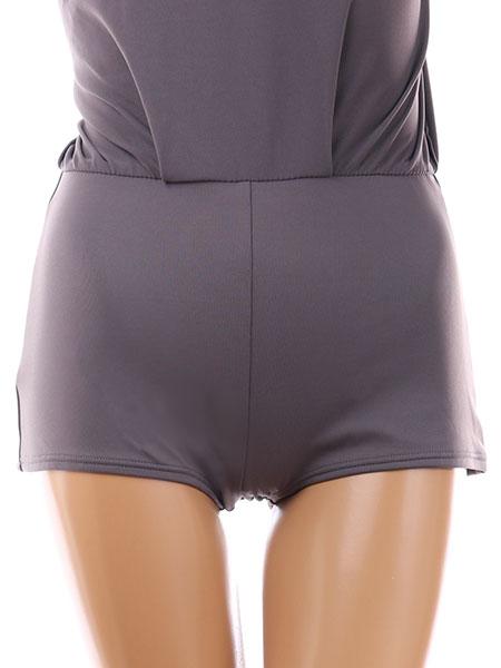 スカートの中はビキニラインが隠れるボーイショーツ(前)