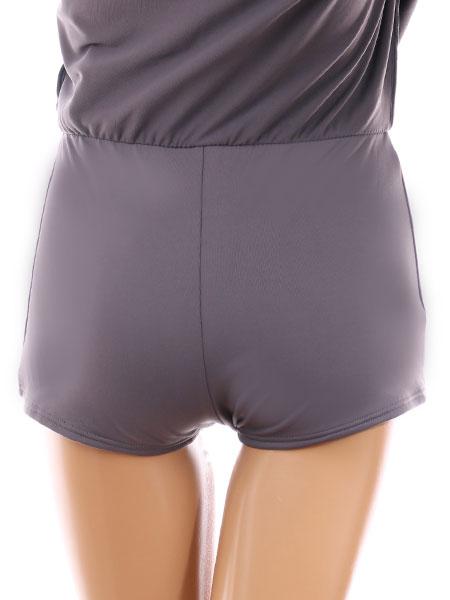 スカートの中はビキニラインが隠れるボーイショーツ(後ろ)