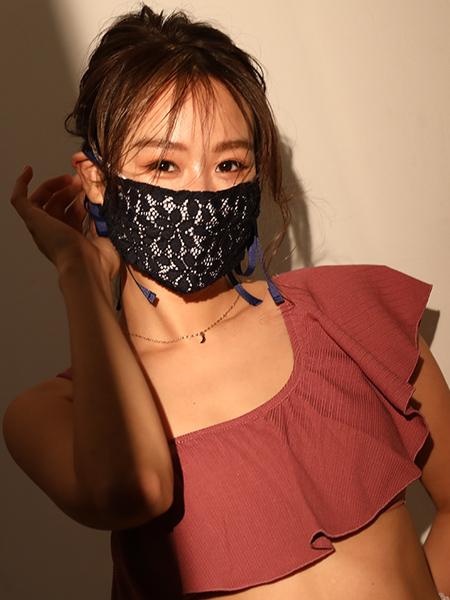 ネイビー着用×UVカット白マスクとのレイヤード