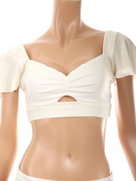 胸元のリボンは取り外し可能