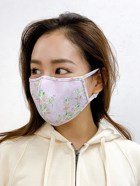 花柄パイピングマスク着用